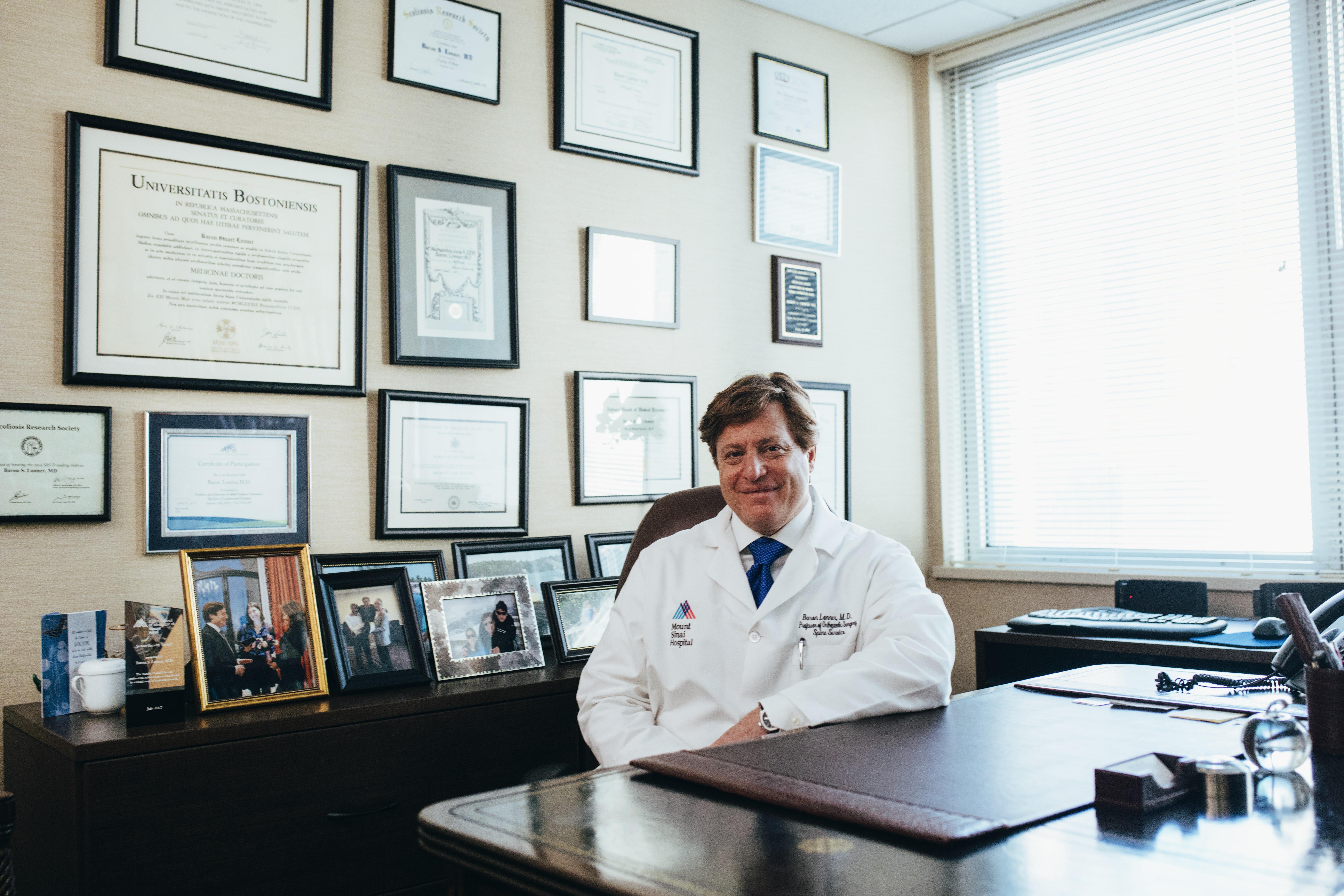 adult-desk-doctor-2182979